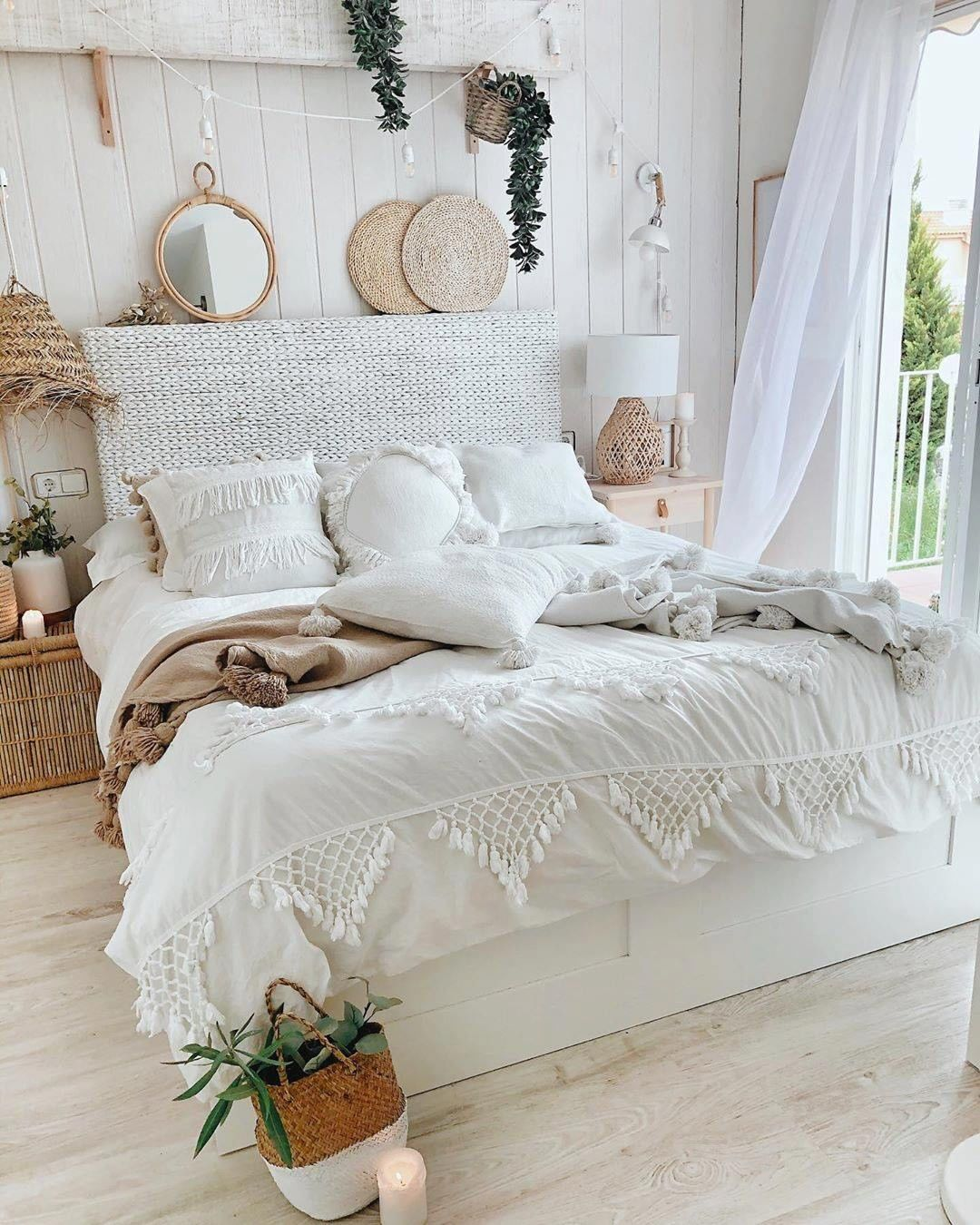30 Mind Blowing Small Bedroom Decorating Ideas